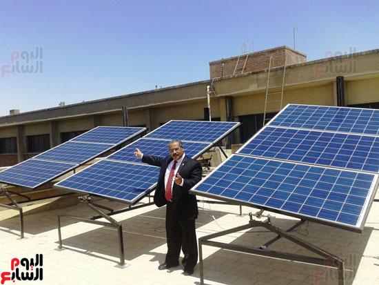 جامعة أسيوط تطبق الخلايا الشمسية المتحركة على أقسام كلية العلوم  (7)