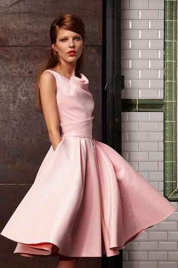 فستان بقصة جديدة ومميزة للعروس الجريئة وغير التقليدية -اليوم السابع -7 -2015