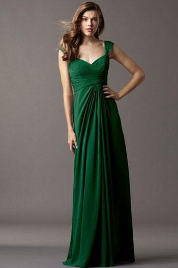فستان أخضر طويل يناسب صاحبة البشرة البيضاء أو الخمرية -اليوم السابع -7 -2015