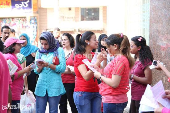 تفاعل النساء مع الفتيات فى الشارع -اليوم السابع -7 -2015