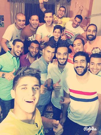 الشيخ يلتقط سيلفى مع زملائه بعد الإفطار -اليوم السابع -7 -2015