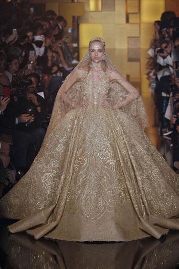كما أن هذا الفستان من تصميم إيلى صعب أيضاً، وهو يضيف فخامة ورقى إلى عروس 2015. -اليوم السابع -7 -2015