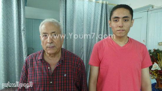 أحمد مع والده الأستاذ بمركز البحوث بسخا -اليوم السابع -7 -2015