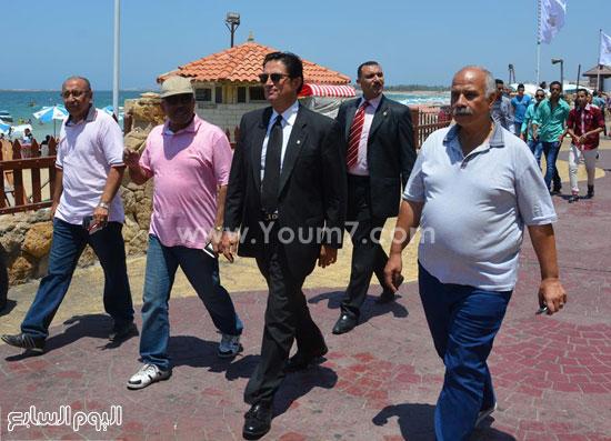 المسيرى يتفقد شاطئ المعمورة  -اليوم السابع -7 -2015