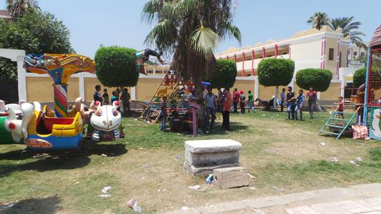 مساحات خضراء وحولهم ألعاب محرمون منها لقلة الإمكانيات -اليوم السابع -7 -2015