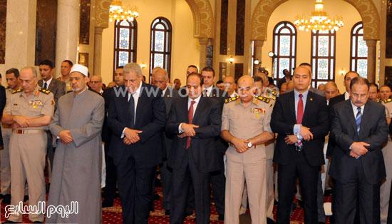 الرئيس خلال أداء صلاة عيد الفطر -اليوم السابع -7 -2015