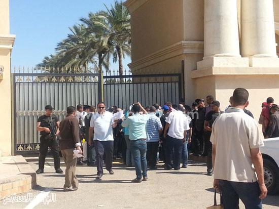 ازدحام أمام الباب الرئيسى بإستاد برج العرب -اليوم السابع -7 -2015