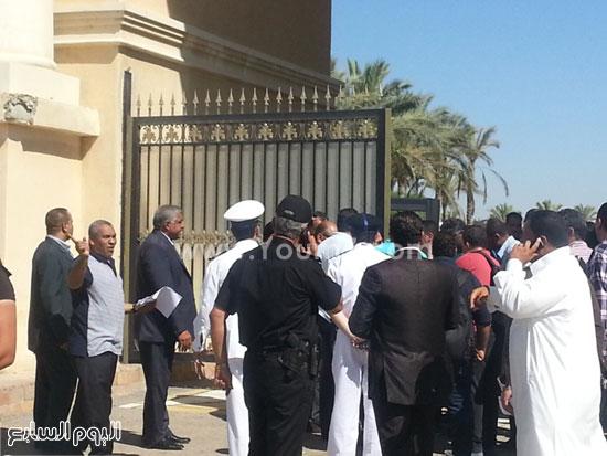 قوات التأمين أمام الباب الرئيسى لإستاد برج العرب -اليوم السابع -7 -2015