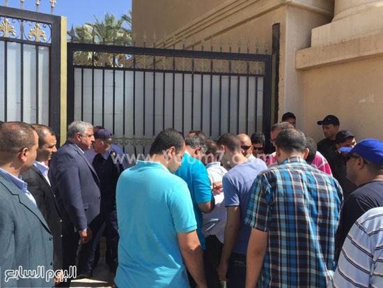 دخول عدد من  العاملين بالإستاد -اليوم السابع -7 -2015