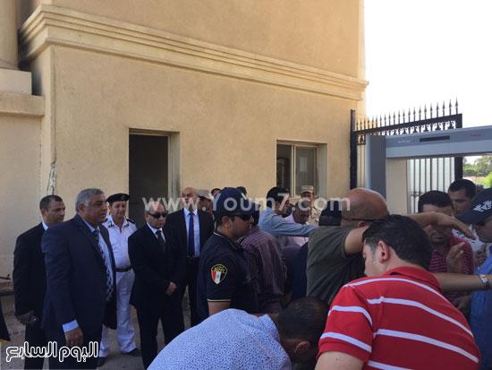 بوابات حرارية كاشفة للمعادن أمام البوابة الرئيسية لإستاد برج العرب -اليوم السابع -7 -2015
