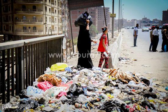 القمامة تحاصر سلالم الطريق الدائرى بالجيزة -اليوم السابع -7 -2015