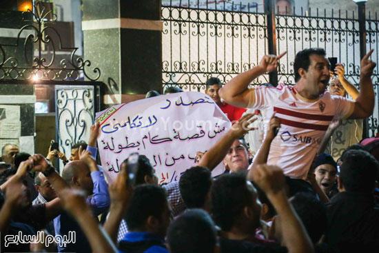 فرحة أحمد مرتضى عضو مجلس إدارة الزمالك وسط الجماهير -اليوم السابع -7 -2015