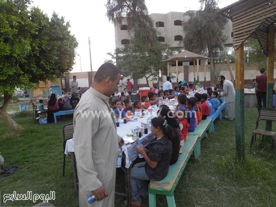 جانب من حفل الافطار الجماعى للاطفال الايتام بالوادى الجديد  -اليوم السابع -7 -2015