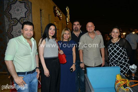 عبير صبرى وعدد من رواد المطعم بحضور ياسر سليم -اليوم السابع -7 -2015