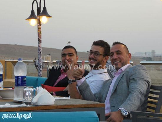 عدد من الشباب فى انتظار الإفطار داخل مطعم باب الخلق -اليوم السابع -7 -2015