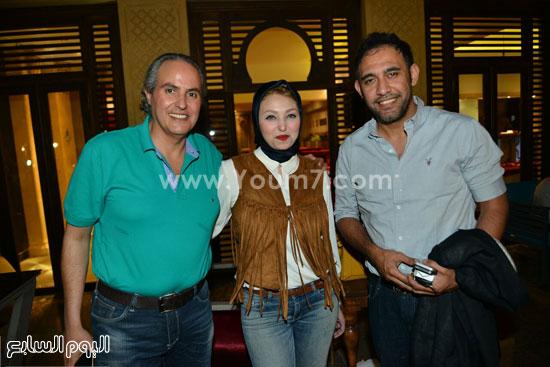 الفنان عمرو مصطفى داخل مطعم