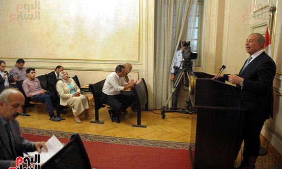 مؤتمر صحفى لمحافظ البحر الاحمر (1)