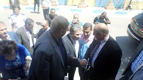 خالد فهمى وزير البيئة يصل الإسماعيلية  (4)