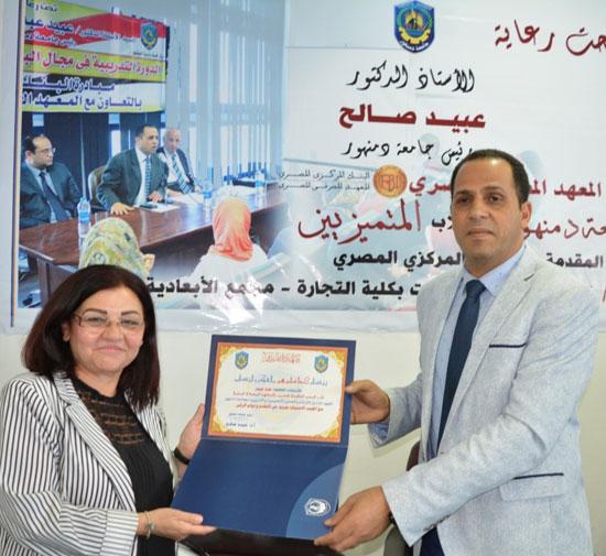 رئيس جامعة دمنهور الدكتور عبيد صالح  (2)
