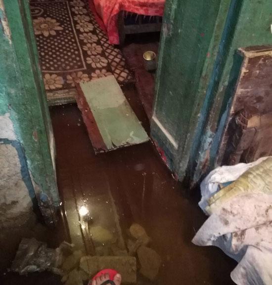 غرق-أسرة-فى-مياه-الصرف-الصحى-بالسويس-(1)