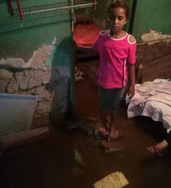 غرق-أسرة-فى-مياه-الصرف-الصحى-بالسويس-(2)