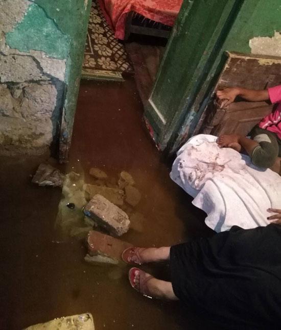 غرق-أسرة-فى-مياه-الصرف-الصحى-بالسويس-(7)