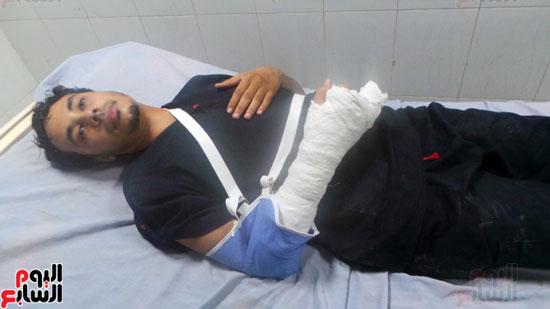 الطبيب المصاب يرقد بالمستشفى (1)