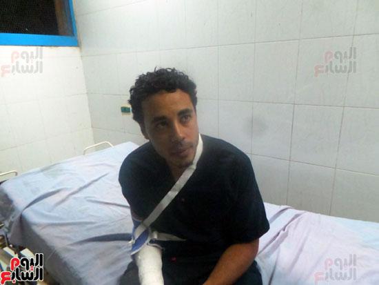 الطبيب المصاب يرقد بالمستشفى (3)