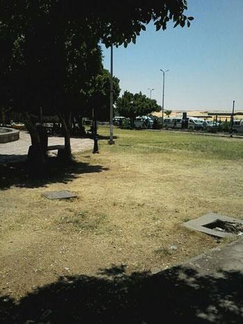 إهمال-بحديقة-السلام-فى-أسوان-وتتحول-لوكر-مخدرات-(2)