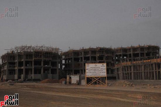 1السيسي يتفقد أعمال الإنشاءات بالمرحلة الثالثة لمشروع مدينة الأسمرات فجرًا (4)