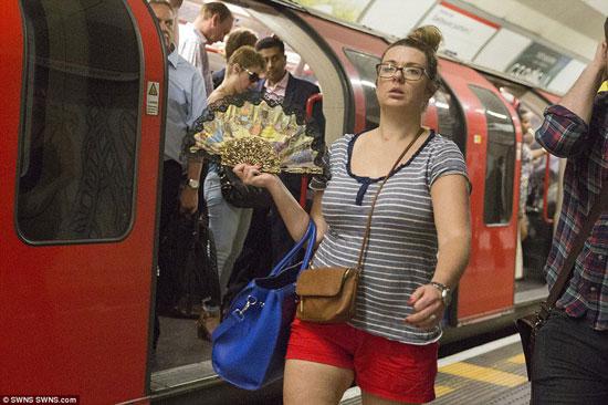 ركاب المترو فى لندن (1)