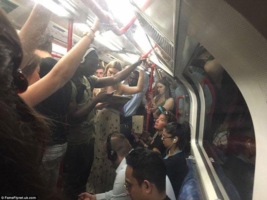 ركاب المترو فى لندن (2)