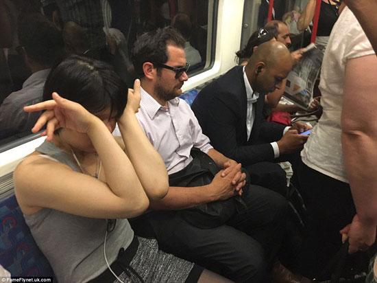 ركاب المترو فى لندن (4)