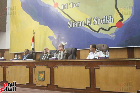 محافظ جنوب سيناء يكرم مديري المراكز