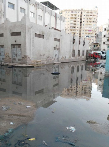 عودة مشاهد الصرف الصحى بمساكن الحرمين (2)