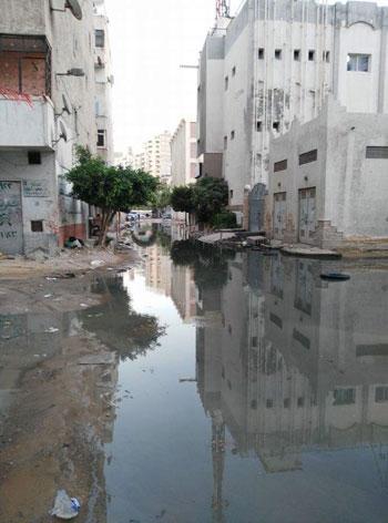 عودة مشاهد الصرف الصحى بمساكن الحرمين (3)