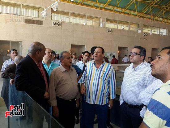 وزير الآثار ومحافظ المنيا يتفقد تل العمارنة (1)