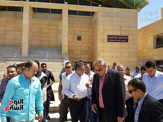 وزير الآثار ومحافظ المنيا يتفقد تل العمارنة (3)