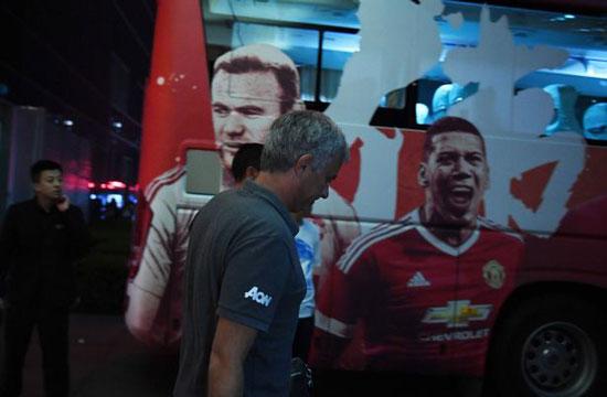 مانشستر يونايتد يغادر الصين بعد إلغاء مباراة الديربى (2)