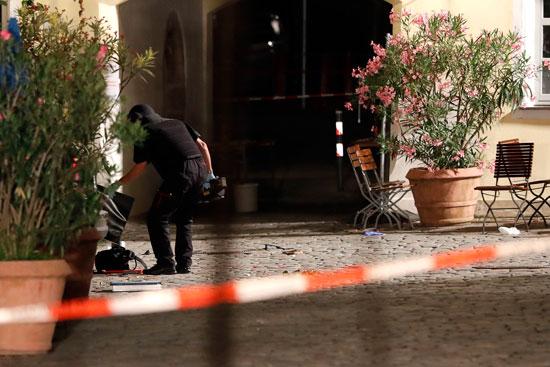 تفجير-مطعم-بمدينة-انسباخ-الألمانية-(6)