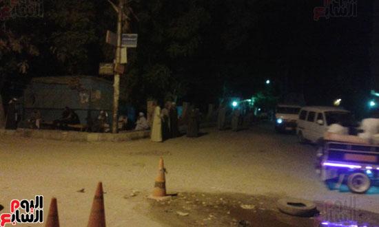 شاحنة بترول تتعرض لحادث أمام قرية القنادلة بأسوان (2)