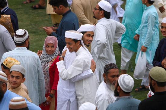 مسلمو العالم يحتفلون بعيد الفطر المبارك (1)