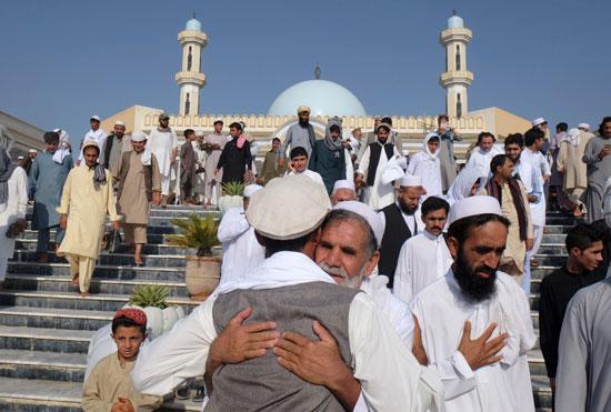 مسلمو العالم يحتفلون بعيد الفطر المبارك (12)