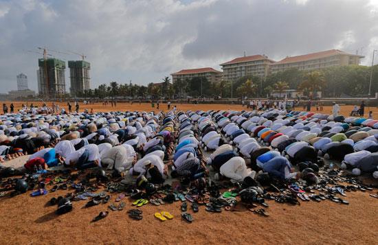 مسلمو العالم يحتفلون بعيد الفطر المبارك (3)