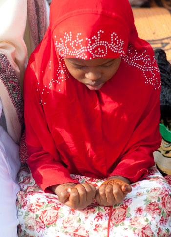مسلمو العالم يحتفلون بعيد الفطر المبارك (6)