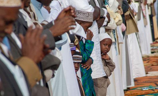 مسلمو العالم يحتفلون بعيد الفطر المبارك (7)