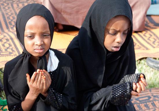 مسلمو العالم يحتفلون بعيد الفطر المبارك (8)