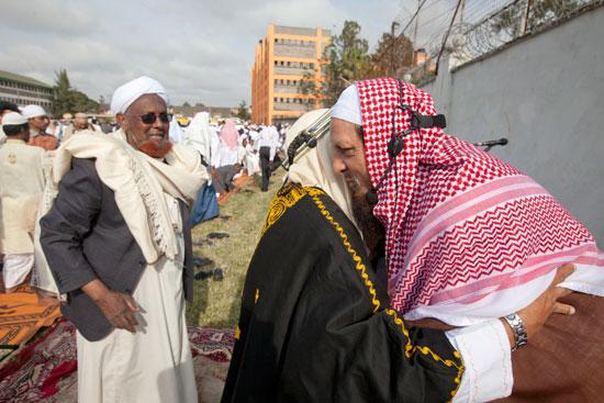 مسلمو العالم يحتفلون بعيد الفطر المبارك (9)
