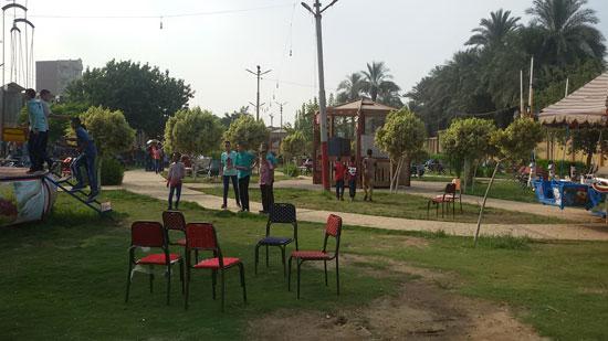 الأطفال يلعبون داخل حديقة عابدين (5)