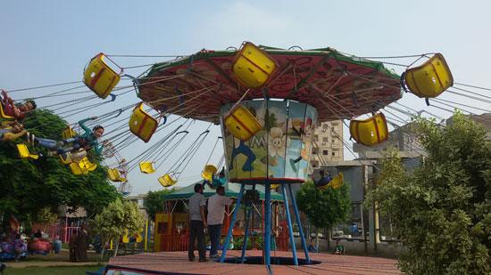 الأطفال يلعبون داخل حديقة عابدين (6)